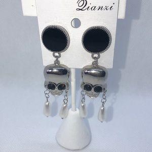Skull and Pearl dangle earrings